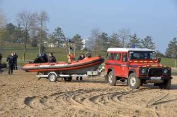 Arrivée du véhicule plongeurs et de l'embarcation du Sdis 91