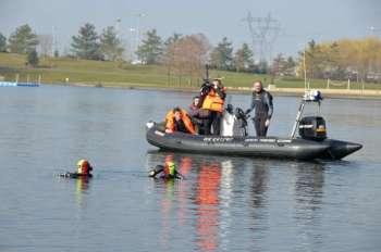 Les deux plongeurs ont balisé la zone de recherche et n'ont trouvé aucune victime