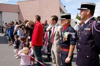 Le président Cauët et le colonel Caroli assistent à une démonstration